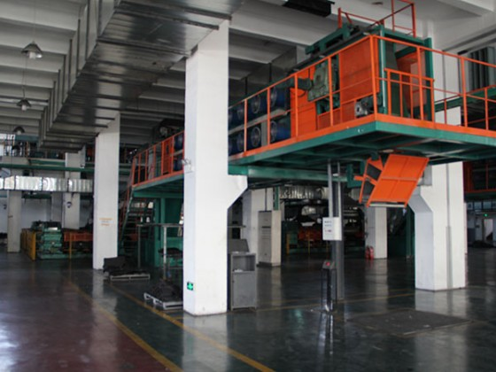 XMN—160型大型密炼中心炼胶线